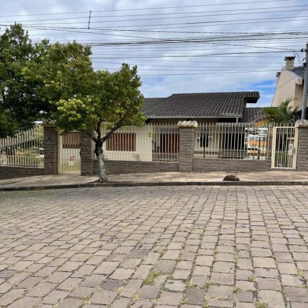 Casa Comercial 5 dormitórios em Caxias do Sul no bairro CRISTO REDENTOR