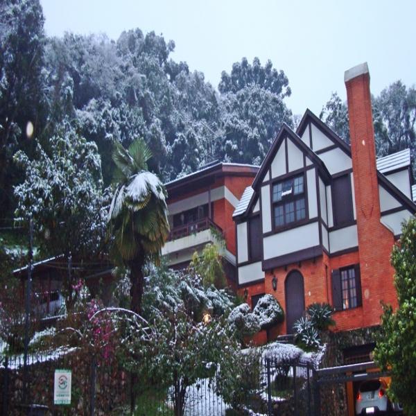 Casa Residencial 4 dormitórios em Caxias do Sul no bairro PETRÓPOLIS